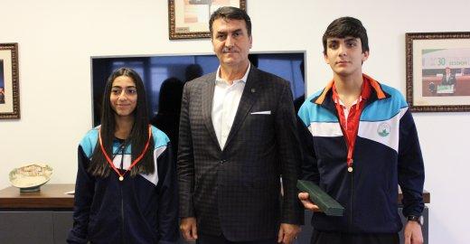 Başkan Dündar'dan Başarılı Sporculara Ödül